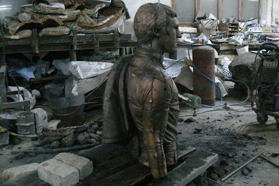 Skulptura_Vyisotskogo_otlita_v_bronze.