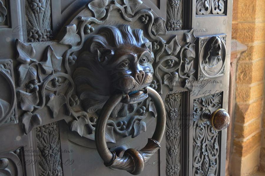 Bronzovaya-dvernaya-ruchka-Naturalnaya-patina-obrazovalas_so_vremenem