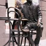Skulptura-sidyaschego-cheloveka